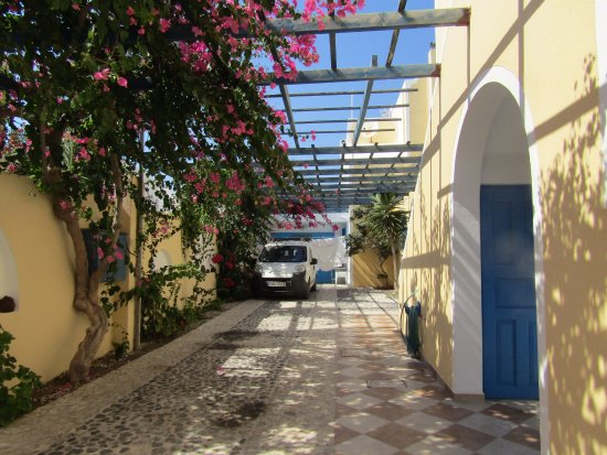 Hotel Eleftheria: Near the stairs to the rooms (and reception)
