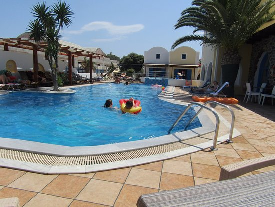 Hotel Eleftheria: the pool taken by the bar