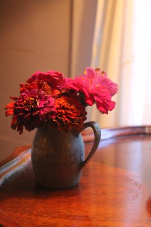 The Mast Farm Inn: Nice touches like fresh flowers from the garden across the street.