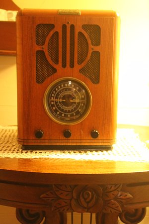 The Mast Farm Inn: Cute touches in the room like this reproduction radio