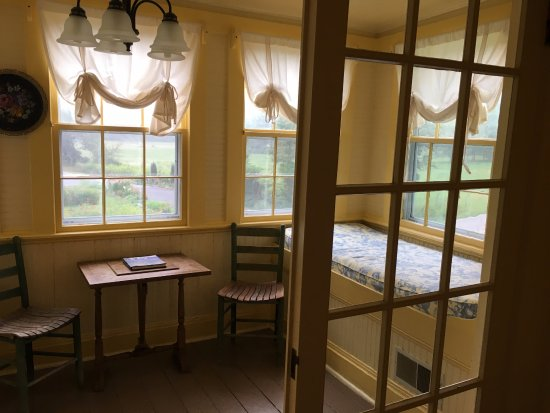 Valle Crucis, NC: Cozy sun porch with two day beds perfect for curling up with a book or your morning coffee
