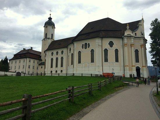 Steingaden, Deutschland: footpath to church
