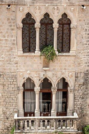 Palace Cipiko: Triforia Pałacu Cipiko