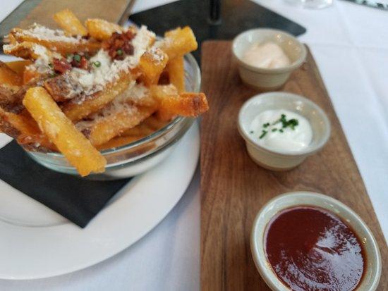 Leoness Cellars: Fries!