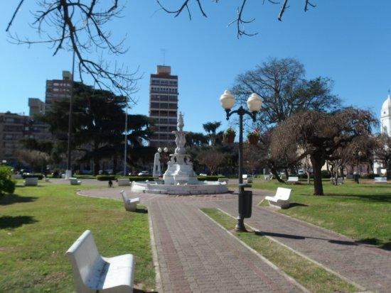 San Nicolas de los Arroyos, Argentinië: Vista general. Fuente en el centro