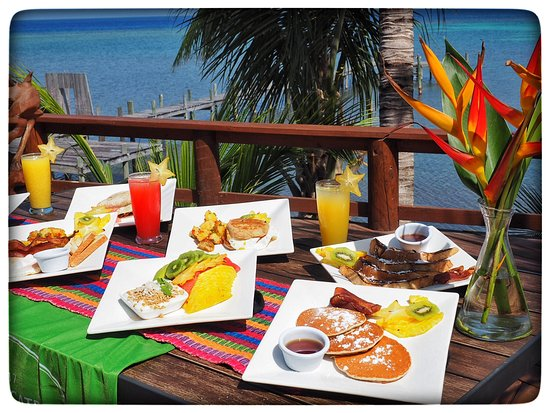 Tranquilseas Eco Lodge and Dive Center: Breakfast: Banana Pancakes, French Toast, Breakfast Sandwich.