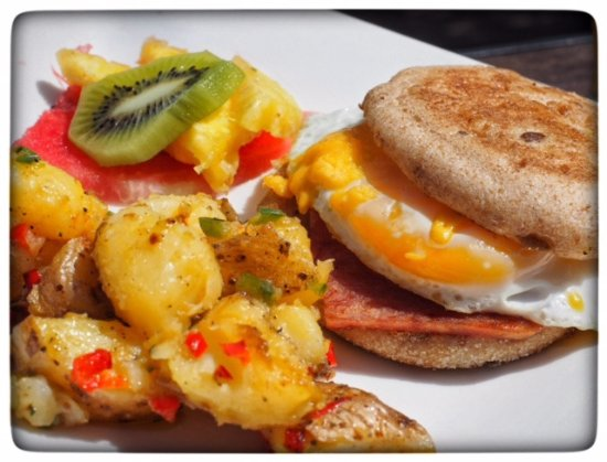 Tranquilseas Eco Lodge and Dive Center: Breakfast Sandwich