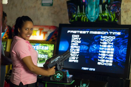 Granada, Nicaragua: Aliens juega y a la misma vez derrota a tus enemigos del espacio exterior