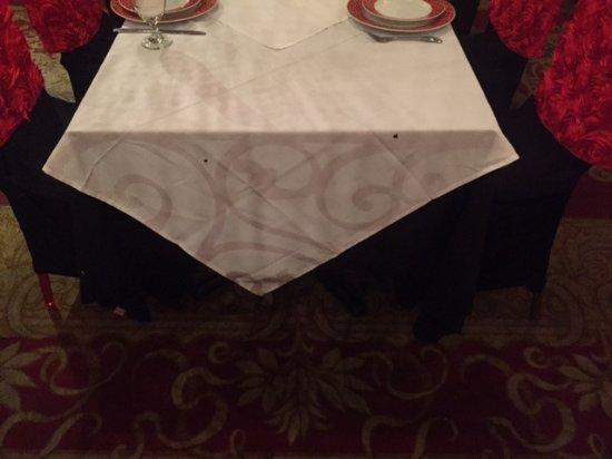Tatiana Club & Restaurant: Прожженные скатерти это норма в этом ресторанчике