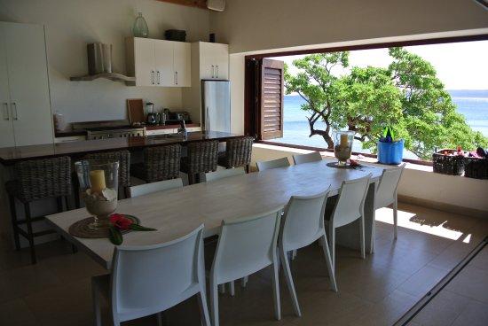 Villa 25: The Lowana communal dining area