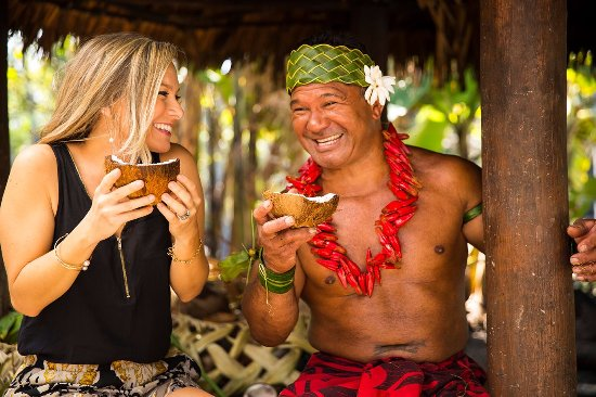 Laie, Hawaï : The Samoan Village at the Polynesian Cultural Center, where coconut is life!
