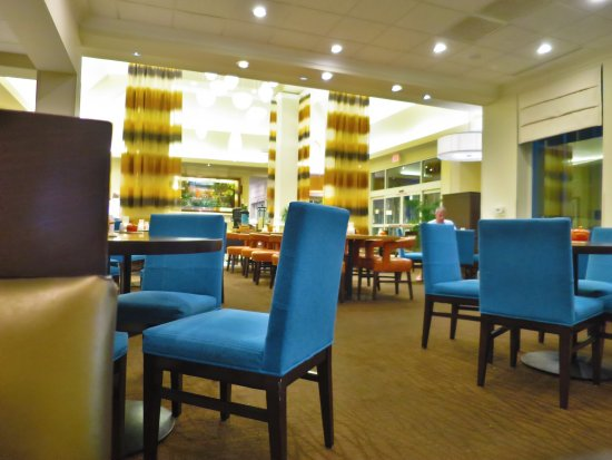 Hilton Garden Inn Florence: Bar/restaurant