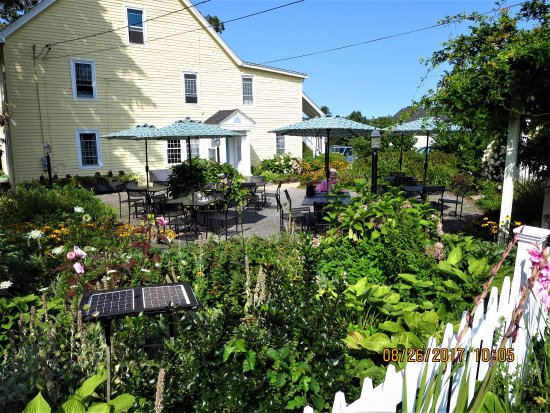 Tolland, CT: beautiful garden