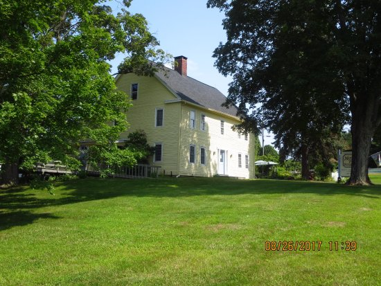Tolland, CT: The Inn