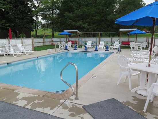 Grand Rivers Inn : View of the pool
