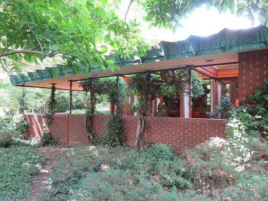 Samara House: Exterior
