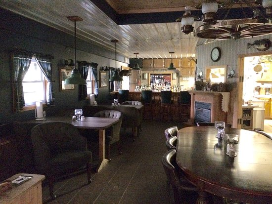 Crazyhorse Ranch & Lodge: We missed out on the good home cooked food this time because we came in on a Sunday, so plan you