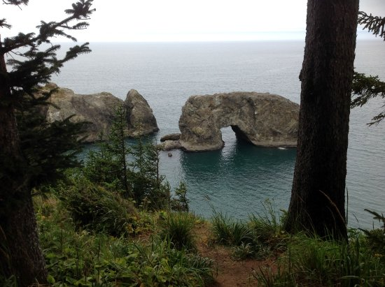 Harris Beach State Park: The Arch Rock