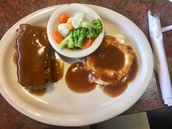 Battle Mountain, NV: Homemade meatloaf and mashed potatoes at the Colt