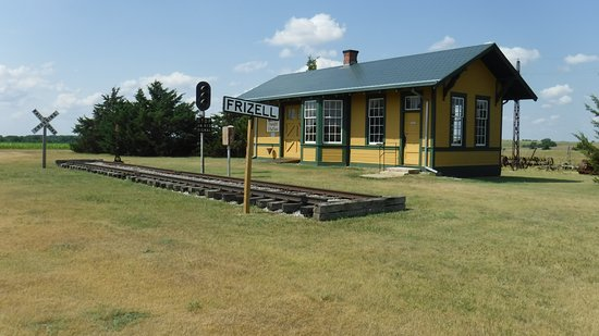 Larned, KS: Railroad station