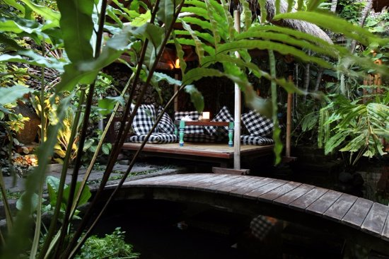 Kori Restaurant & Bar: Nowhere else you can find a more tranquilized and romantic setting with our cabana/bale