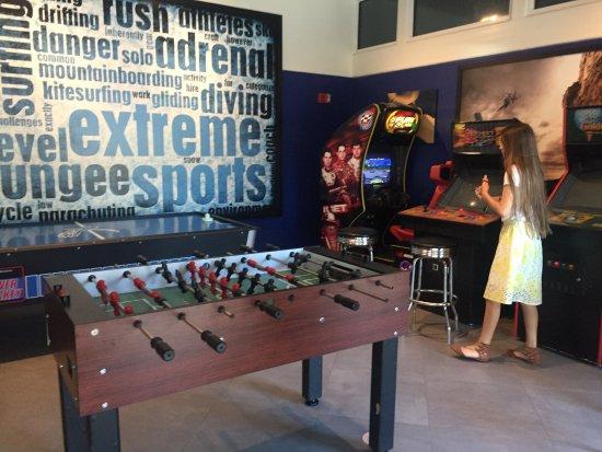 Embarc Palm Desert: Arcade- it is free