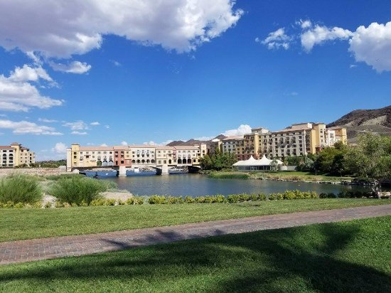 Lake Las Vegas Resort: View from the lake from outside of the resort, The view from the resort is way better. :D