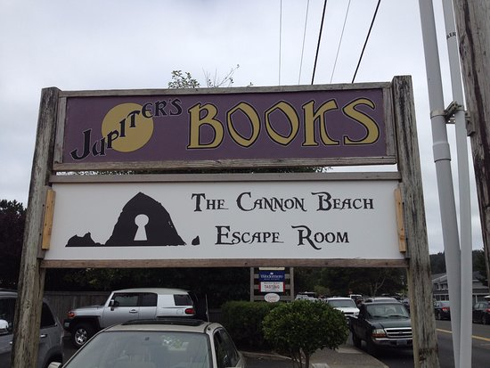 Кэннон-Бич, Орегон: Find the Cannon Beach Escape Room off of Spruce Street next to Jupiters Books