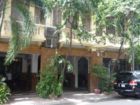Kambuja Inn: Entrée de l' hotel.