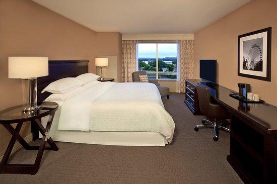 Jeffersonville, IN: King Suite Bedroom