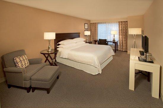 Jeffersonville, IN: Traditional King Guestroom