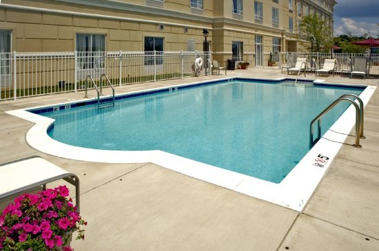 Holiday inn dumfries quantico center updated 2018 - Dumfries hotels with swimming pool ...