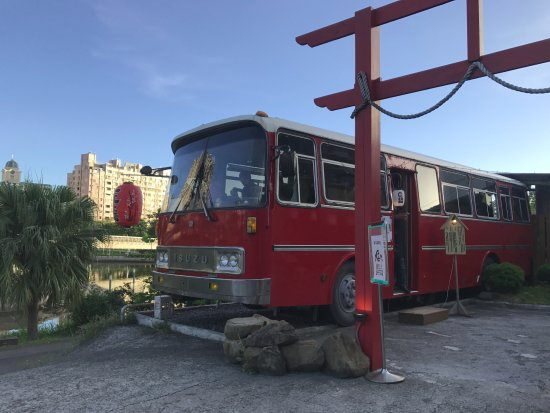 Ai He (Love River) : 麵巴士上用餐