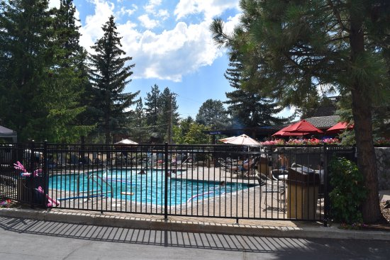 Best Western Station House Inn: Lots of kids were in the pool during our visit.
