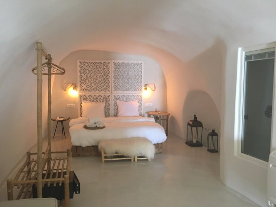 Co Suites Master Bedroom With En Suite Bathroom And Wc The Second Full