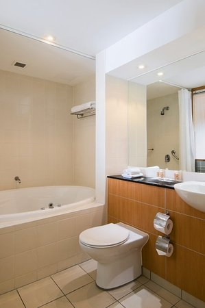Crowne Plaza Newcastle: Guest Bathroom