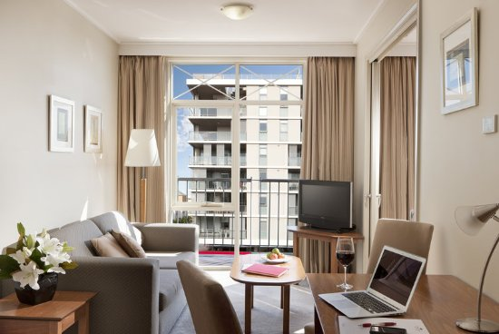 Crowne Plaza Newcastle: Queen City View Guest Room