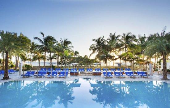 The St. Regis Bal Harbour Resort: Resort Pool
