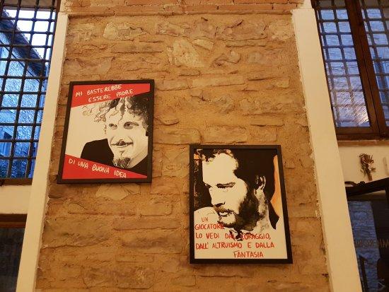 Spello, İtalya: ... sembrano foto ritoccate... invece sono dipinti! Meravigliosi!!!