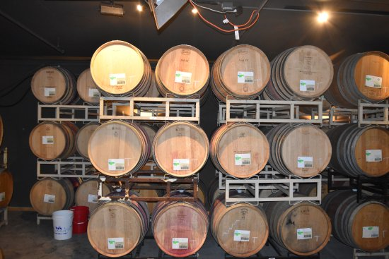 Turner, OR: Oak barrels ageing