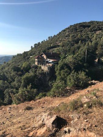 Burunchel, Ισπανία: Vista del hotel desde un sendero próximo