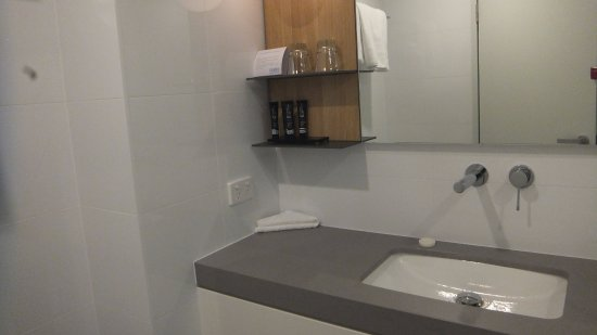 Mantra Hotel At Sydney Airport: Brand New Sink!