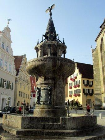 Kriegerbrunnen: Fontana
