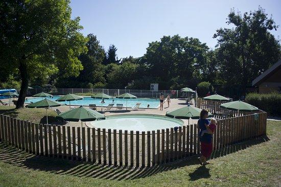 Piscine photo de camping huttopia divonne les bains for Piscine de divonne