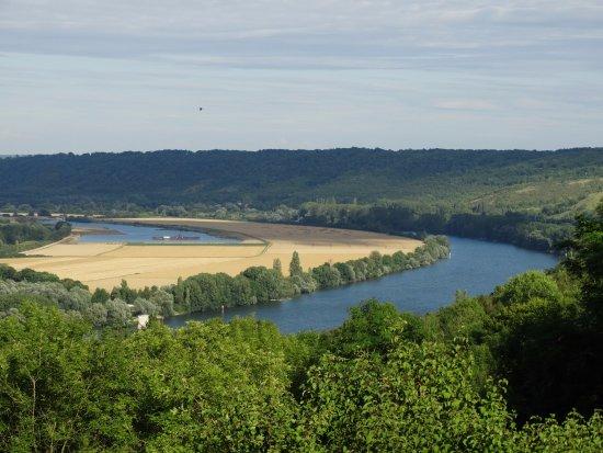 Saint-Pierre-du-Vauvray, Франция: Vue sur les méandres de la seine depuis Manoir