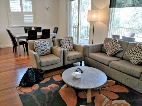 Oaks Cypress Lakes Resort: Unit - lounge and dining area
