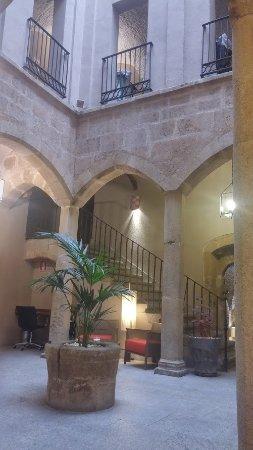 NH Collection Cáceres Palacio de Oquendo: Patio