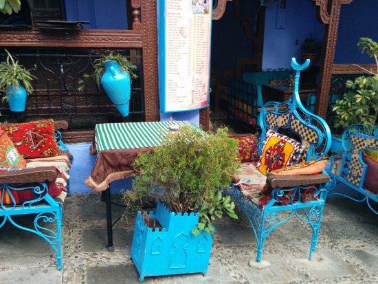 Al-Kasbah Restaurant: Una Terraza con encanto, con diferentes rincones acogedores