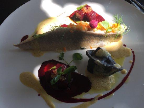 Chardonne, Switzerland: Filet d'omble du pays juste tiède au shiso, betterave et cresson, agnolottis à l'encre de seiche
