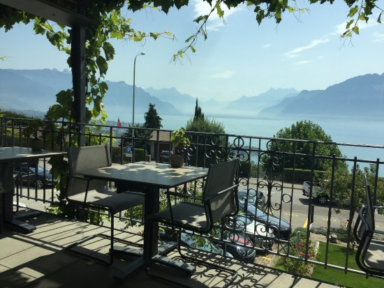 Chardonne, Switzerland: Une superbe vue sur le Lac Léman et les Dents-du-Midi